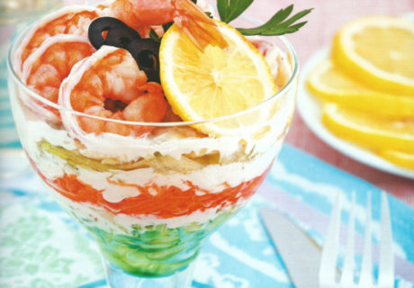 салат-коктейль по-французски с креветками и овощами