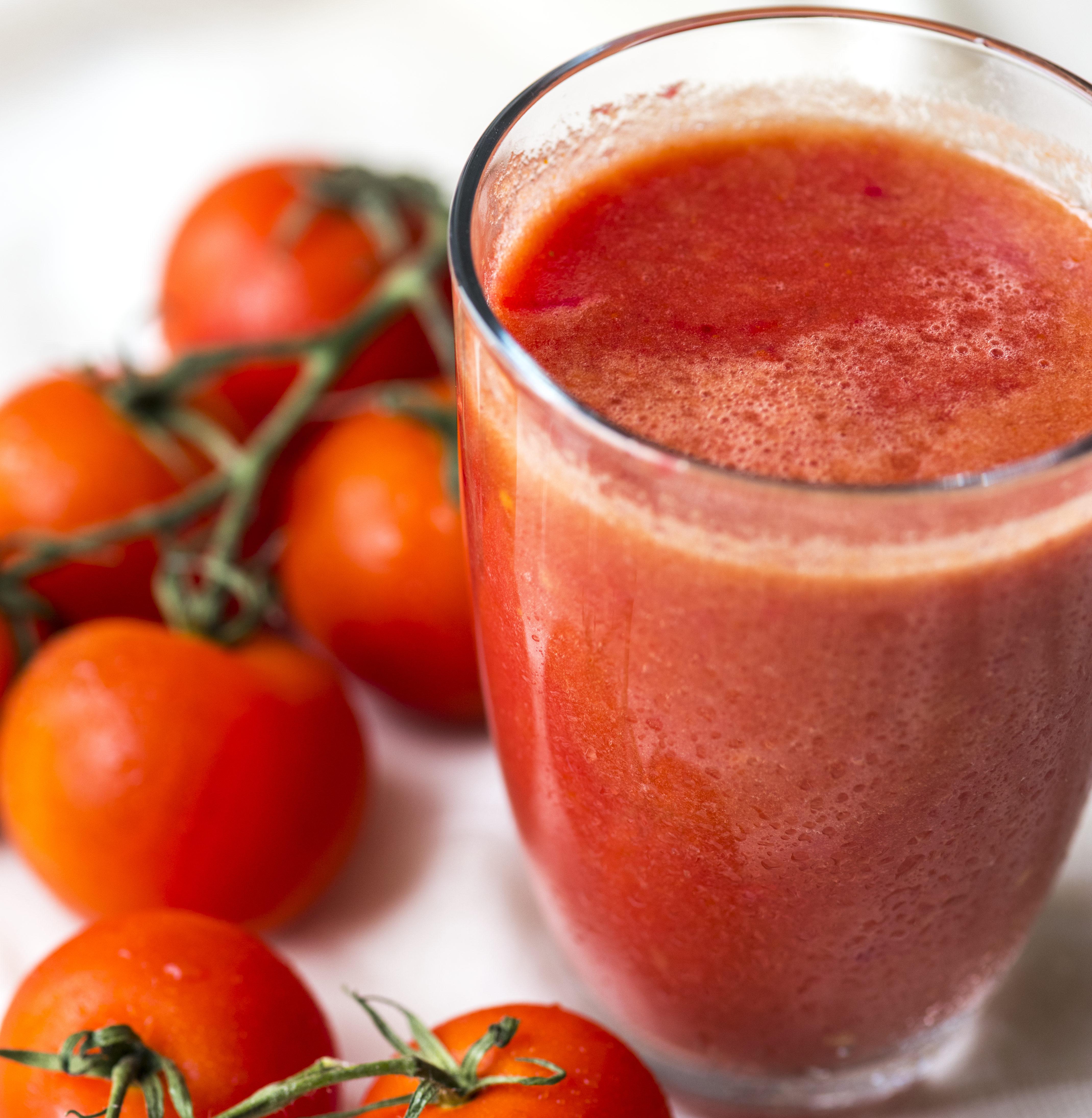 Сделать вкусный томатный сок в домашних услових