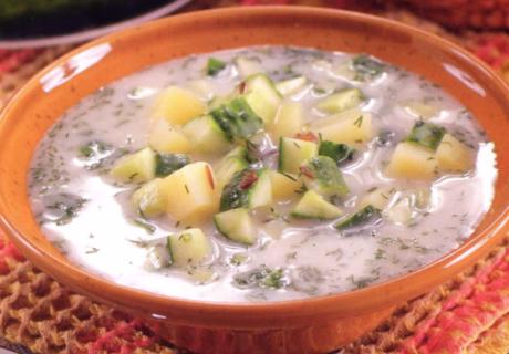 домашний суп из маринованных огурцов со сметаной