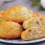 рецепт пирожков с рыбой лосось из слоеного теста