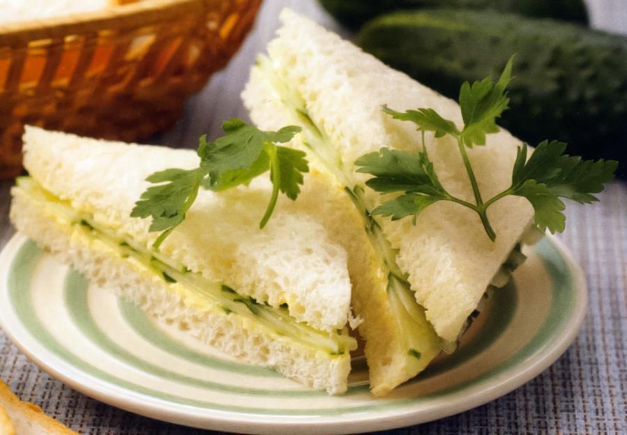 бутерброды по-английски с огурцами