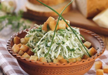 свежий салат из огурца и капусты