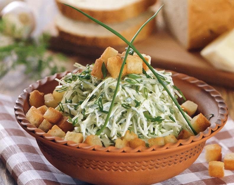 Зеленый салат с гренками: рецепт