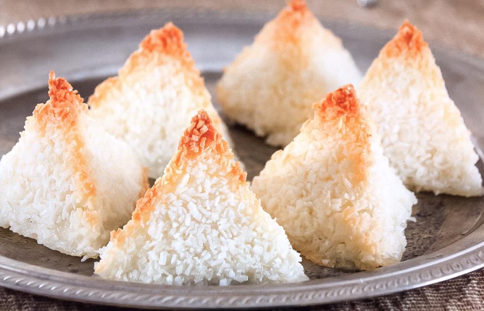 Пирамидки из кокосовой стружки: пошаговый рецепт