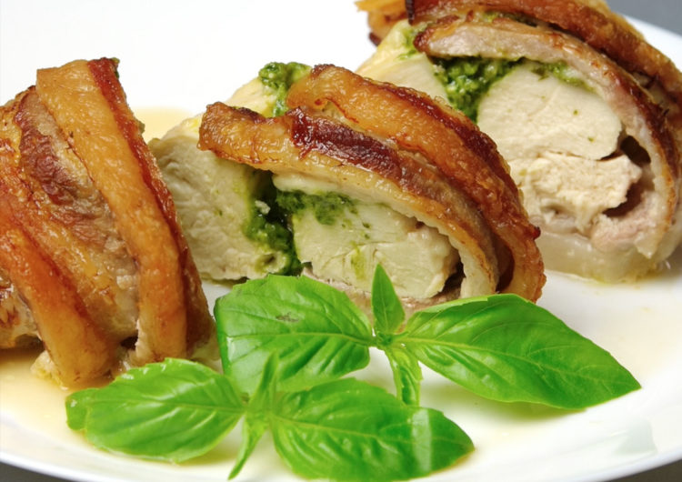 Как запечь в духовке куриные грудки с беконом: пошаговый рецепт