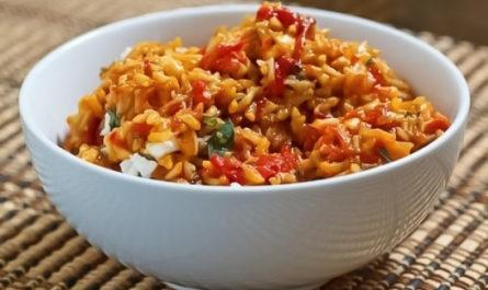 рис с болгарским перцем и томатной пастой