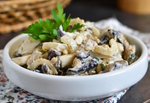 Салат из говядины с черносливом: простой рецепт