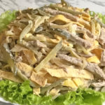рецепт вкусного и сытного салат из говяжьей печени с сушеными грибами