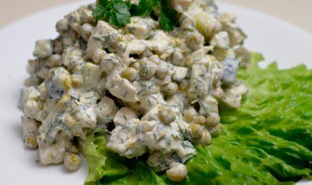 Салат из куриной грудки с маринованными грибами
