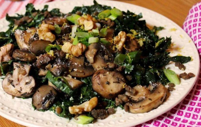 необычный рецепт салата с грибами шампиньонами, грецкими орехами и маслинами и картофелем без майонеза