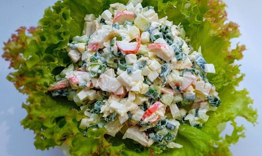 Салат из крабовых палочек с рисом и свежей зеленью