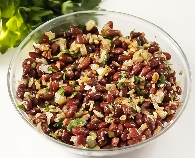 Салат с красной фасолью и грецкими орехами