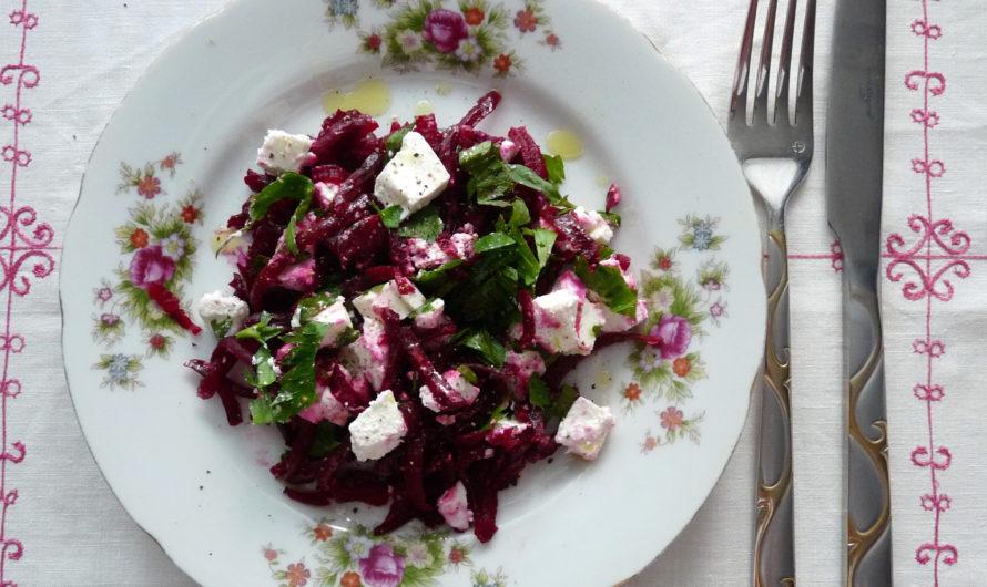 Салат с отварной свеклой и сыром фета