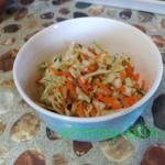 Витаминный салат из свежих овощей и зелени