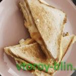 Сэндвич в омлете на сковороде