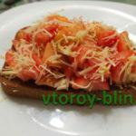 Бутерброды с помидорами, сыром и чесноком
