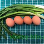 Лепешки с луком и яйцом на сковороде