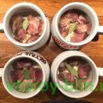 Рагу со свининой и грибами в горшочках