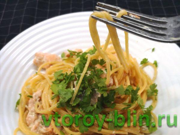 Спагетти с лососем в сливочном соусе: рецепт