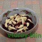 Салат из вареной свеклы с чесноком