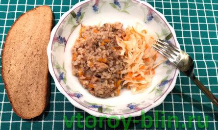 Тушеная свинина с гречкой и овощами в мультиварке