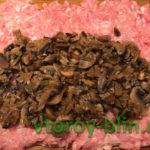 Колбаски из фарша с начинкой из шампиньонов